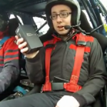 Samsung Galaxy SII in een Rally Wagen – Extreme Unboxing