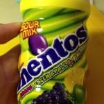 Een vreselijke commercial voor Mentos Sour Marbles