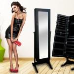 Een juwelenkast met Sta-spiegel in het zwart via Skilfo met 53% korting!