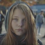 Krachtige 'Dear Daddy' video dringt er bij alle mensen om vrouwen te beschermen
